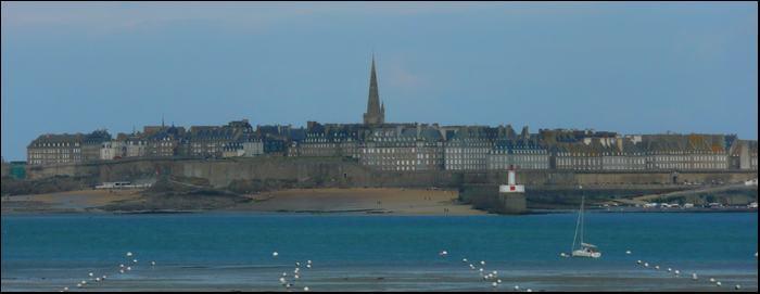 Depuis le gite : Saint Malo est à environ 30 minutes